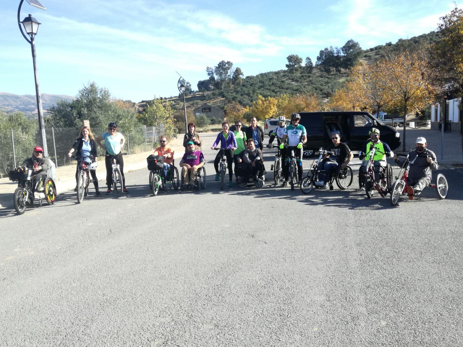 Blogueros, turoperadores y representantes de personas con discapacidad y de los mayores ponen a prueba la accesibilidad de la Vía Verde de la Sierra y la Ecopista do Dao 2